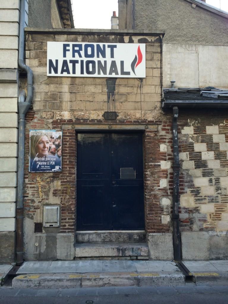 Wenn die Schulden langsamer steigen, kommt Le Pen, droht uns Sigmar Gabriel. Eine eigenartige Logik, hier eines der Wahllokale der Europa-Feindin