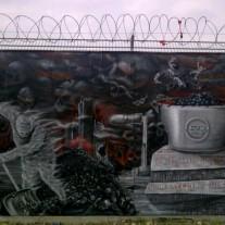 Graffiti am Bauzaun der EZB: Menschen als Brennstoff der Geldpolitik