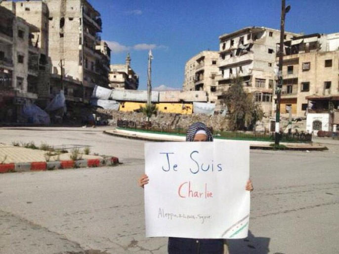 In Aleppo demonstrierte diese Frau mit einem Plakat auf dem