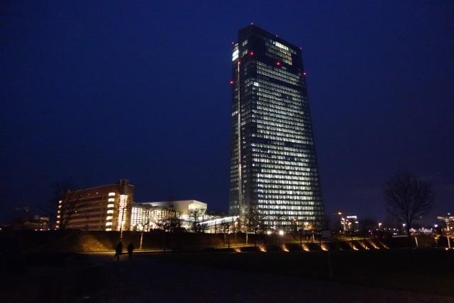 Der neue Turm der Europäischen Zentralbank in Frankfurt: Orientiert sich am Vorbild Lira statt an D-Mark