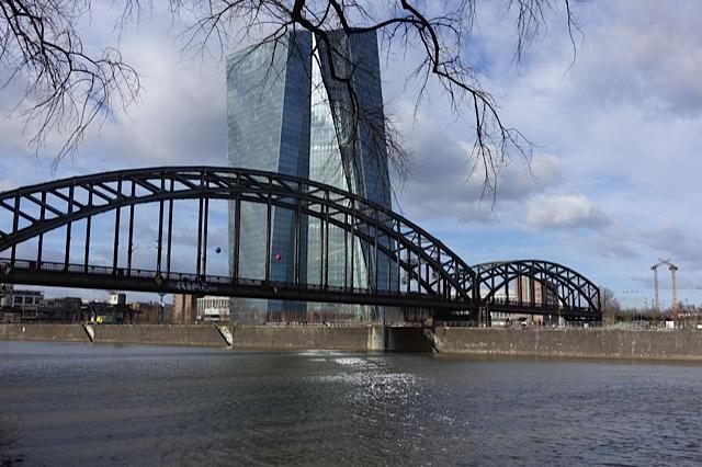 Die Macht am Main: Wer gewinnt, wer verliert an der Geldrevolution, die von der Europäischen Zentralbank ausgeht?