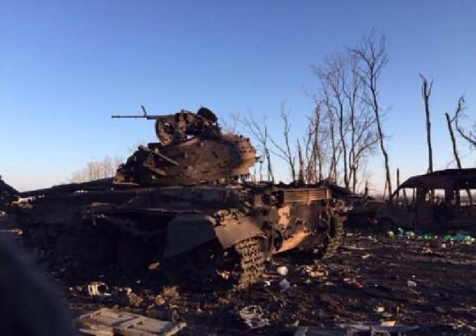 Zerstörter ukrainischer Panzer, russisches Propagandafoto. Sind wirtschaftliche Sanktionen ausreichend?