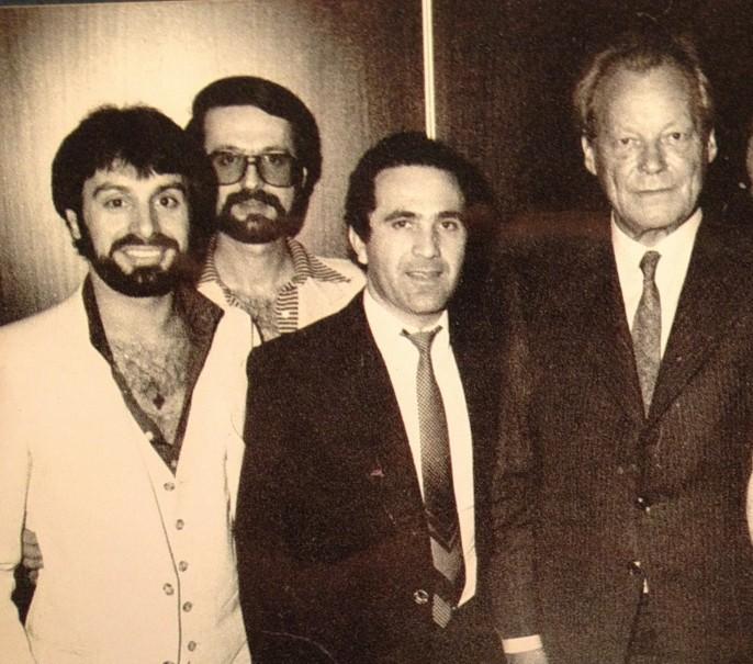 Willy Brandt mit griechischen Musikern in den 70ern: Revolutionsromantik bis in die Gegenwart