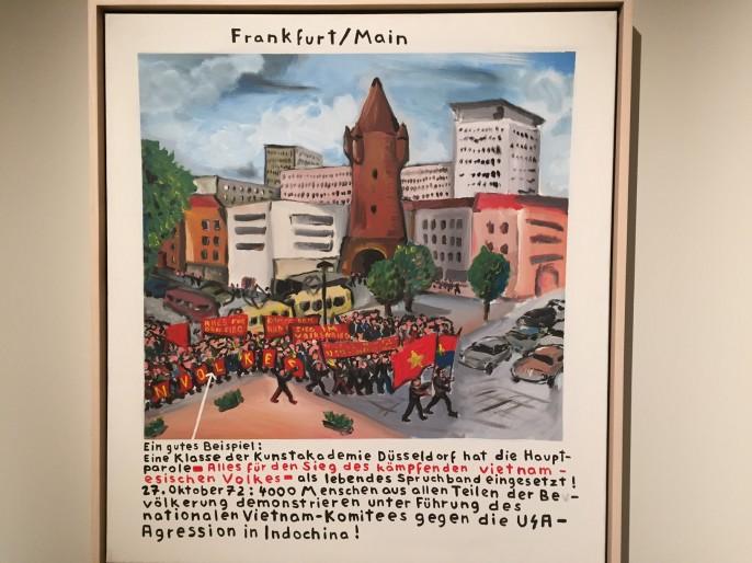 Ein frühes Bild des später sehr berühmten Jörg Immendorff, der der maoistischen KPD/AO angehörte, ehe er beispielsweise  Bundeskanzler Gerhard Schröder portraitierte und viel Geld verdiente. Merke: Der K. kriegt sie alle rum. Und dieses Bild auch zum 40. Jahrestag der Eroberung Saigons durch Nord-Vietnam.