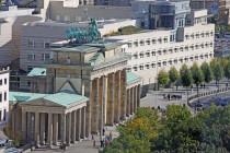 Die Meinungsmauer zwischen Ost und West in Europa verläuft mitten durch Deutschland