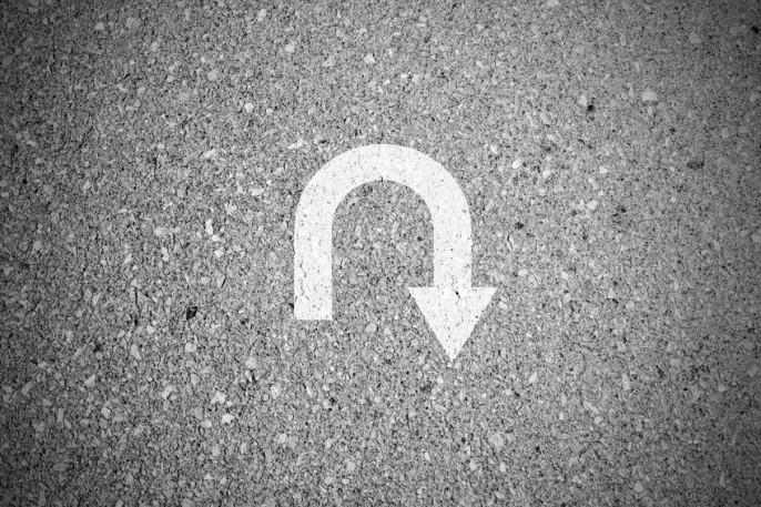 U-turn sign on asphalt concrete street