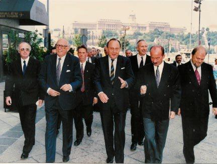 Eröffnung des Büros der Friedrich-Naumann-Stiftung: Botschafter Horvath, Mischnick, Genscher, Goergen, FDP-Sprecher Mahling in Budapest 1989