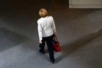 Frau Merkel, treten Sie zurück. Es wäre besser.