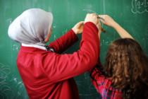 Katholisches Elitegymnasium stellt Lehrerin mit Kopftuch ein