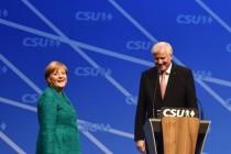 Liebesschwüre auf dem CSU-Parteitag: Seehofer und Merkel fast wie in alten Zeiten