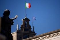 In Italien wird vielfach die EU-Flagge eingeholt