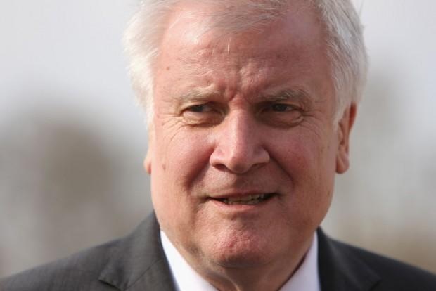 Horst Seehofer hat es in der Hand: Zurück zu Recht und Gesetz