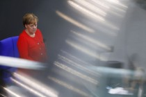 Seehofer und Merkel 12: Halb zog er sie, dann sank er hin