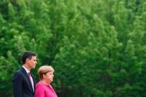 Fährt Angela Merkel als Bittstellerin oder mit dem Scheckbuch nach Spanien?