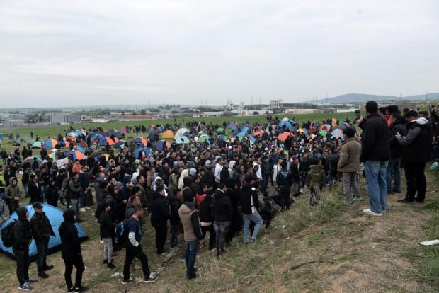 Balkanroute - Migranten in Griechenland planen Marsch nach Norden