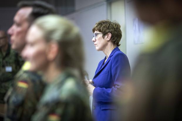 """Kramp-Karrenbauer will Bundeswehr-Soldaten nicht gegen Verunglimpfung als """"Nazis"""" verteidigen"""