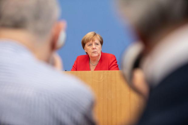 Merkel verantwortet massives Sicherheitsrisiko