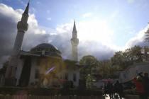 Der Muezzin ruft, wenn Karfreitag in Deutschland die Kirchenglocken schweigen