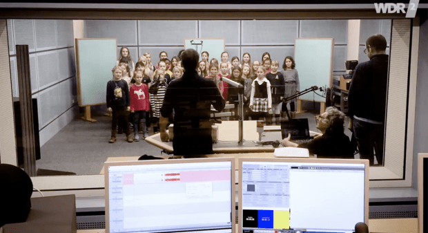 Kinderchor singt