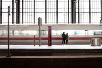 Deutsche Bahn entschuldigt sich für schwarz-weiß-rote Anzeige