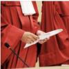 Vom Kampf der Gerichte zum Kampf um die Souveränität