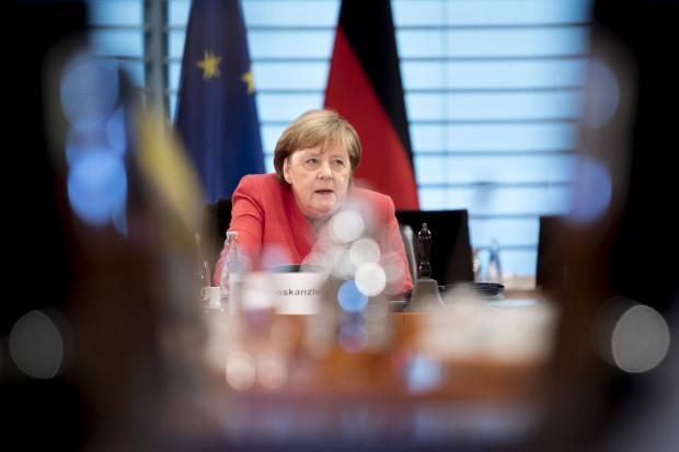 """Merkel hält Hof vor geladenen Medien und fordert/verkündet """"deutschen Akt der Solidarität"""""""