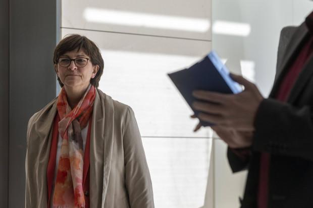 """Angriff auf Abgeordnetenbüro ist für SPD-Chefin Saskia Esken """"unpolitisch"""""""