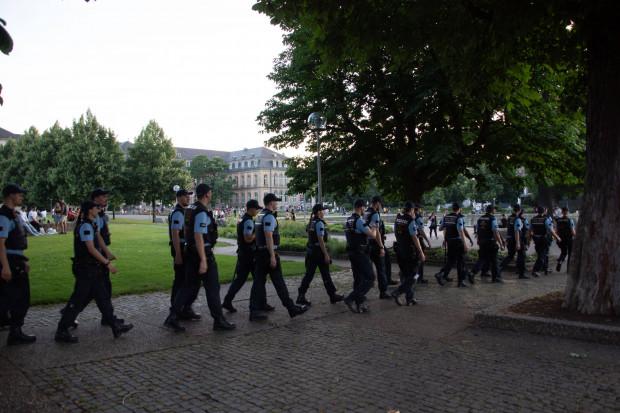 Wieder Hundertschaften der Polizei in Stuttgart im Einsatz: Neue Randale, neue Ausflüchte