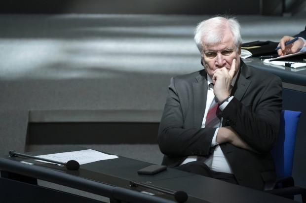 Studie über Polizeirassismus sorgt bei Horst Seehofer für die nächste Pirouette