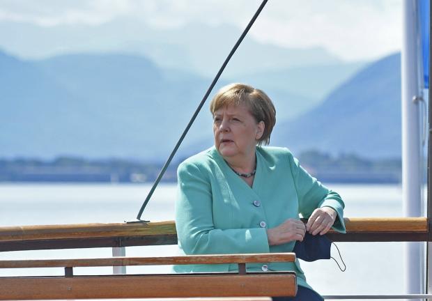 Merkels neue Corona-Peitsche: Ausreiseverbote sollen möglich werden