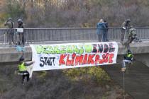 """""""Block Friday"""" – Umweltaktivisten blockieren bundesweit Autobahnen"""