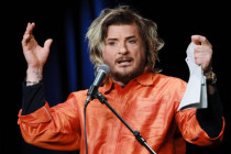 Kabarettist Kay Ray wegen Beschwerden muslimischer Kellner gefeuert