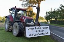 Bauern blockieren Lebensmittellager