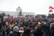 """Zehntausend demonstrieren unter """"Kurz muss weg""""-Rufen in Wien"""