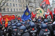 Blaue Fahnen der FDJ über Deutschland