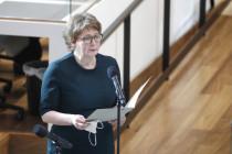 Wie eine Gesundheitsministerin eine junge Frau mit einem Impftermin schockiert