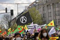 """Demo gegen """"Polizeigewalt"""" – wie die Wohlfühl-Linke Extremisten die Bahn frei machen will"""