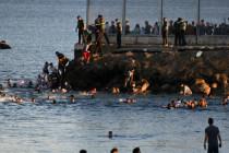 Tausende Migranten stürmen spanische Enklave