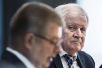 Horst Seehofer präsentiert Verfassungsschutzbericht 2020 unter Wahlkampfbedingungen