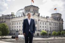 Minister der Finanzen Olaf Scholz weiß nicht, was ein Liter Sprit kostet