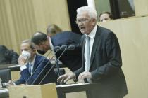 """Pandemiepolitik: Winfried Kretschmann will """"harte Eingriffe in Bürgerfreiheiten"""""""