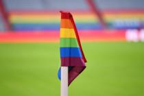Mit der Regenbogenfahne werden Ungarns Fußballer in Geiselhaft genommen