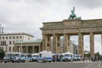 Berlin: Querdenker organisieren sich dezentral – Polizei versucht hektisch und zunehmend brutal, Demoverbot durchzusetzen