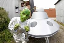 Ein Mars-Bewohner zu Wahlzeiten auf Erdbesuch