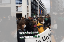 """Fridays for Future fragt: """"Wer hat uns verraten?"""" vor der SPD-Zentrale"""